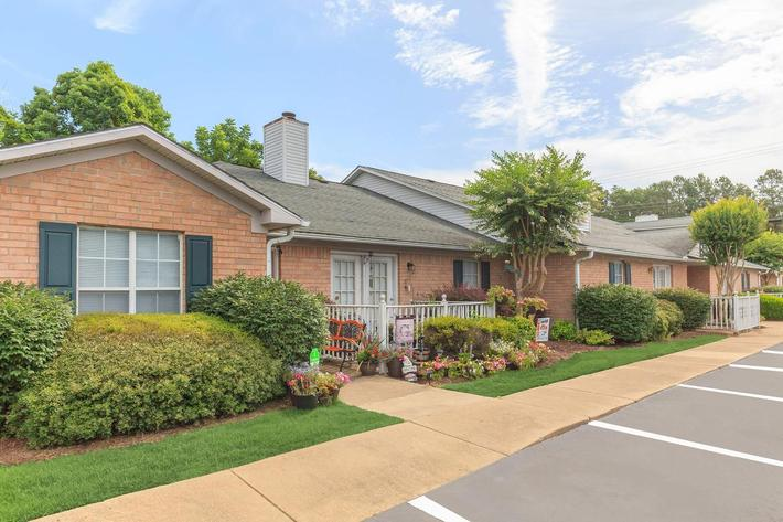 Welcome home to Whispering Oaks Jax
