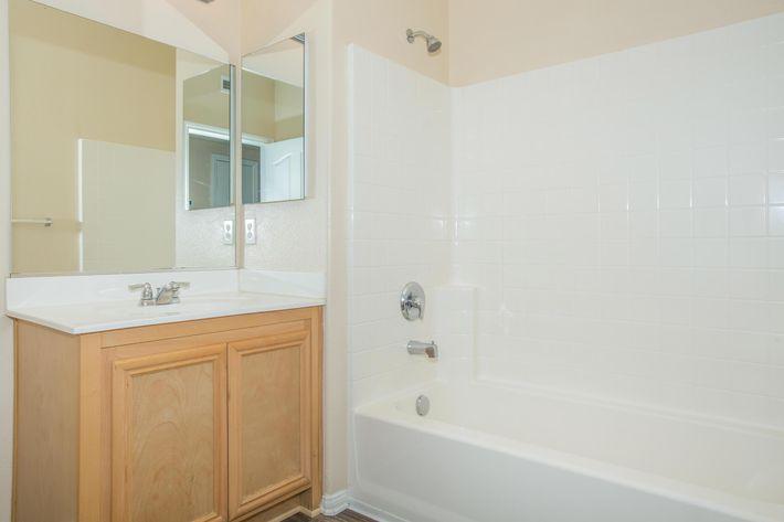 07a Second Bath.jpg