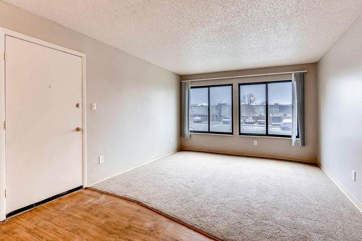 10101 Washington St Thornton-large-009-3-Living Room-1500x1000-72dpi.jpg