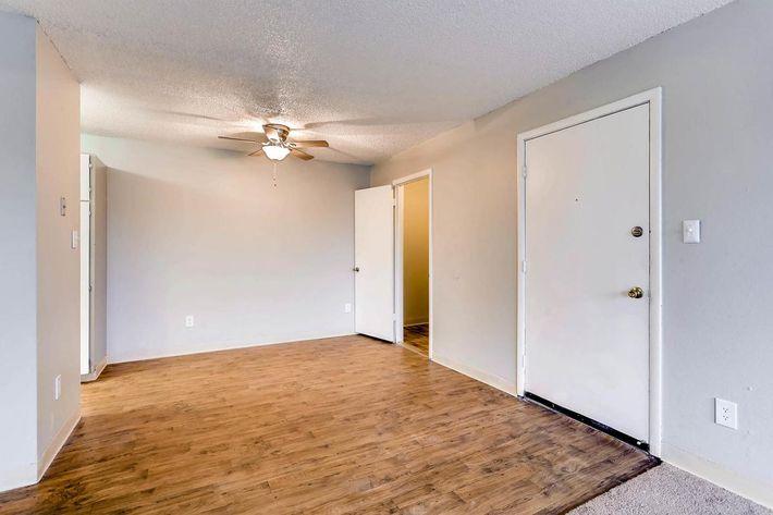 10101 Washington St Thornton-large-013-7-Dining Room-1500x1000-72dpi.jpg