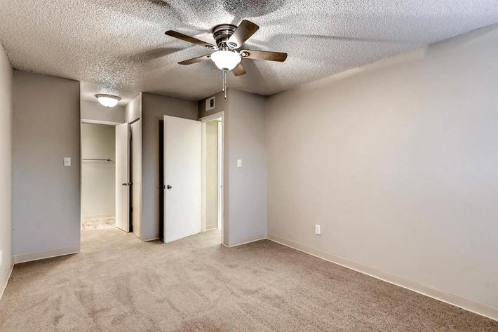 10101 Washington St Thornton-large-023-28-Master Bedroom-1500x999-72dpi.jpg