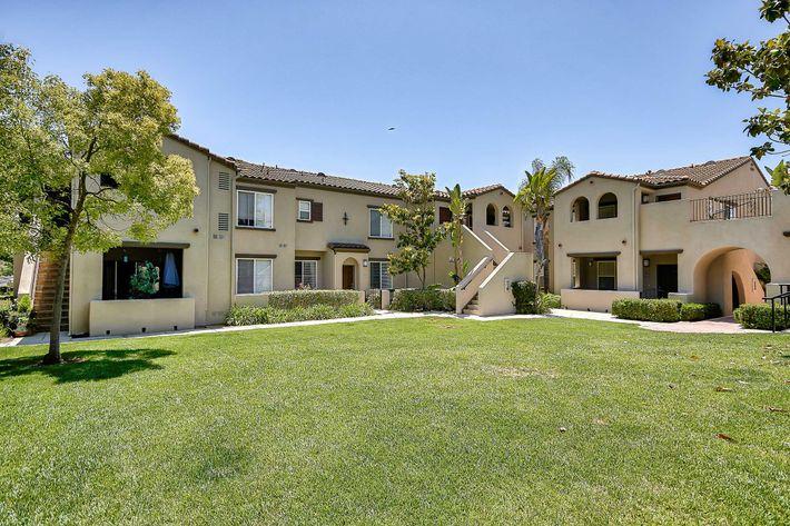 Exterior-Building-Units_76-Mercantile-Way- Ladera-Ranch-CA_Laurel-Canyon_RPI_II-280972-35.jpg
