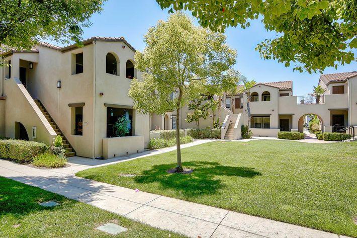 Exterior-Building-Units_76-Mercantile-Way- Ladera-Ranch-CA_Laurel-Canyon_RPI_II-280972-36.jpg