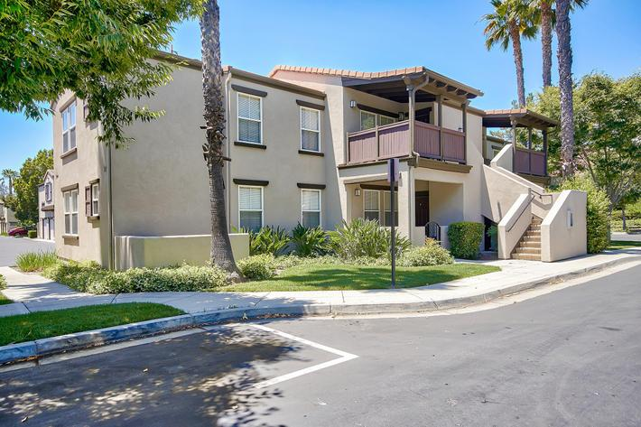 Exterior-Building-Units_Garage_76-Mercantile-Way- Ladera-Ranch-CA_Laurel-Canyon_RPI_II-280972-37.jpg