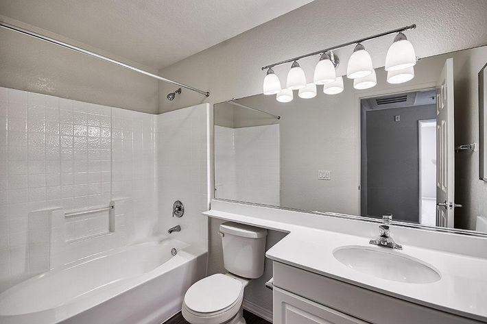 Bathroom_76-Mercantile-Way- Ladera-Ranch-CA_Laurel-Canyon_RPI_II-280972-33.jpg