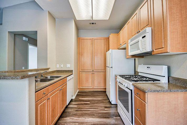 Kitchen_76-Mercantile-Way- Ladera-Ranch-CA_Laurel-Canyon_RPI_II-280972-26.jpg