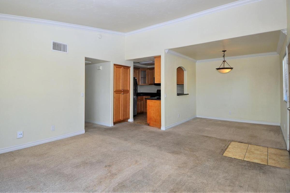 5022 Los Morros Way 42-large-006-013-LivingDining Room-1500x942-72dpi.jpg