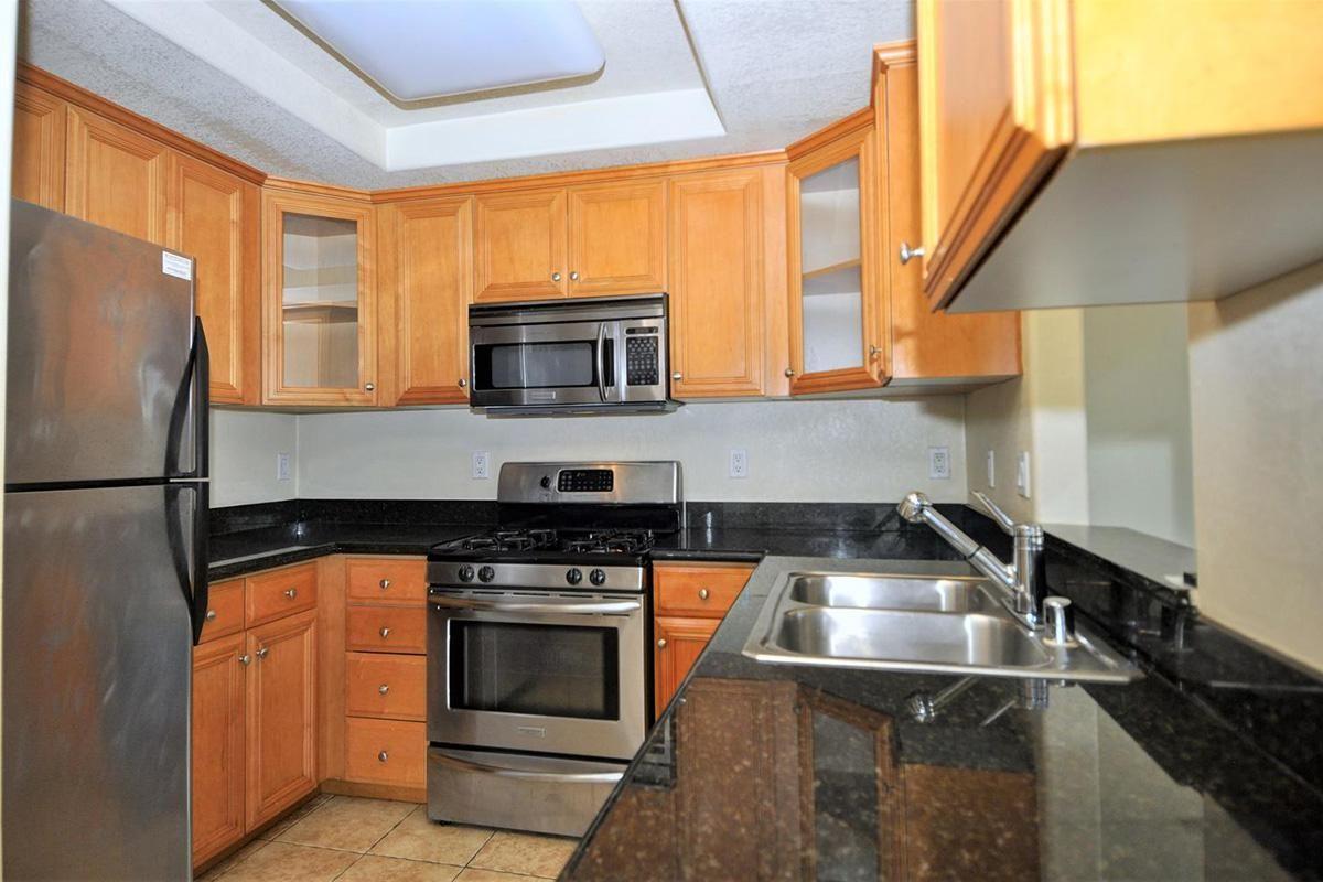 5022 Los Morros Way 42-large-009-016-Kitchen-1500x994-72dpi.jpg