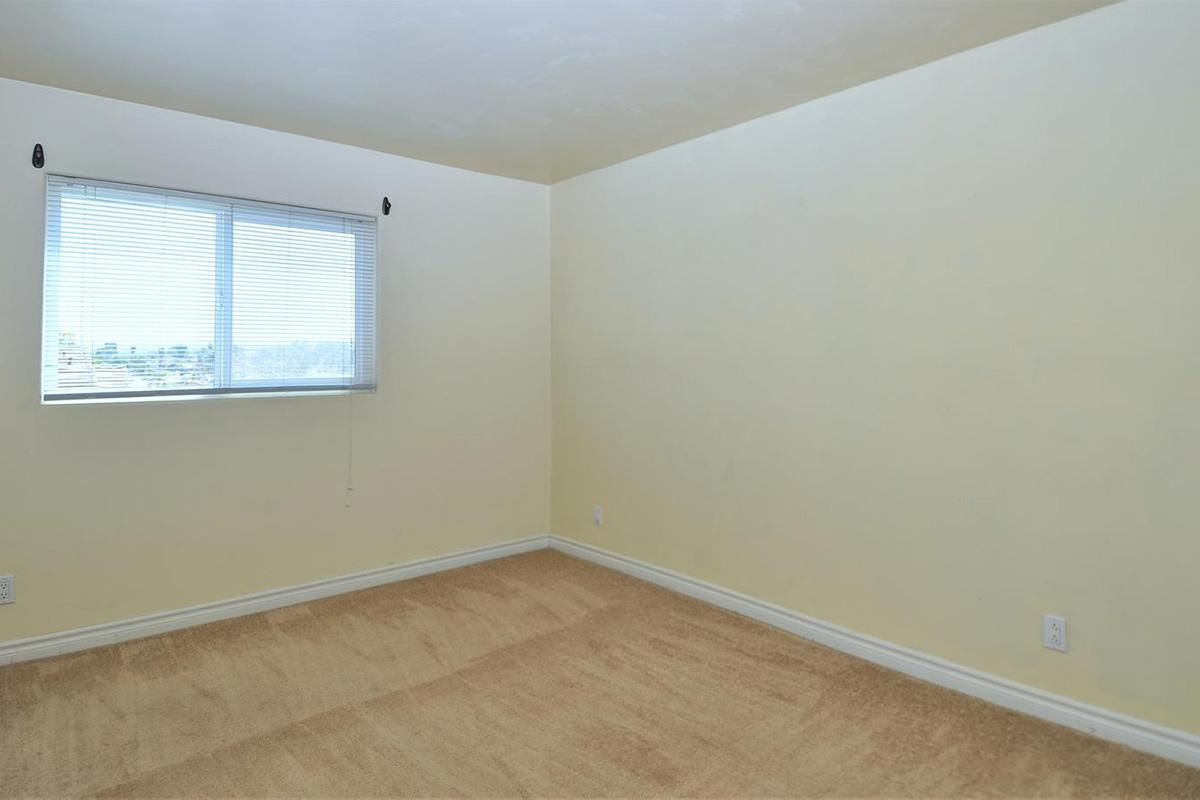 5022 Los Morros Way 42-large-011-004-Bedroom 1-1500x902-72dpi.jpg