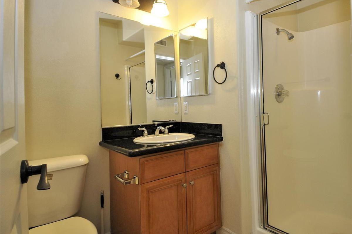 5022 Los Morros Way 42-large-013-003-Bathroom 1-1274x1000-72dpi.jpg