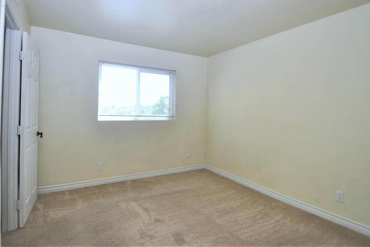 5022 Los Morros Way 42-large-014-008-Bedroom 2-1500x933-72dpi.jpg