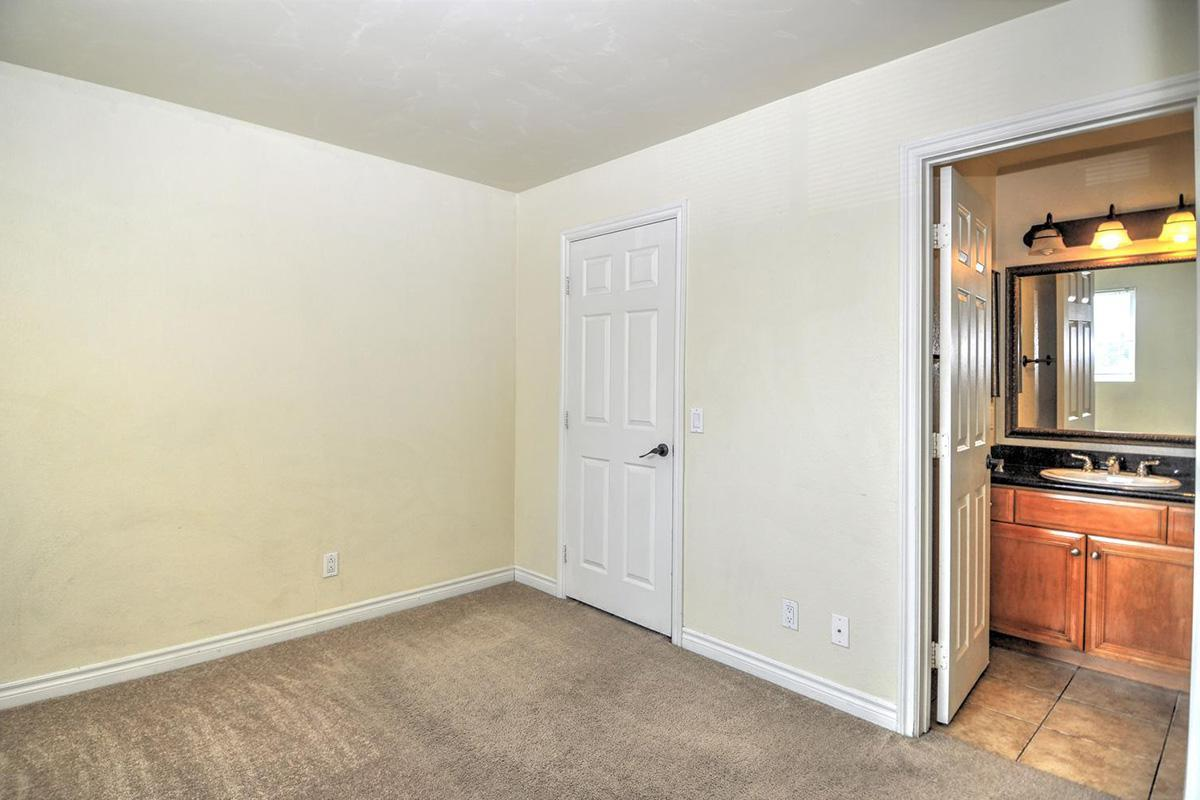 5022 Los Morros Way 42-large-015-007-Bedroom 2-1500x996-72dpi.jpg