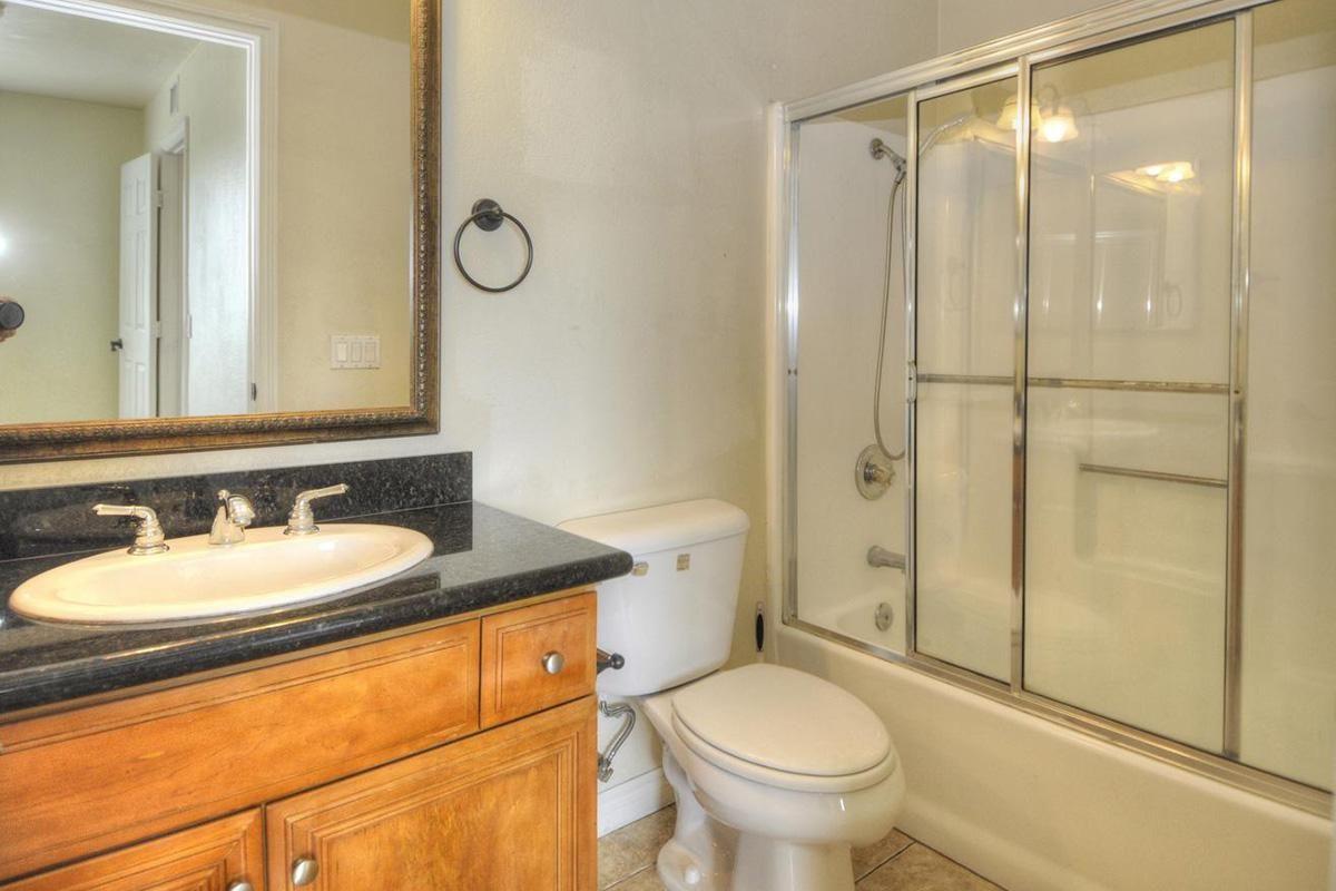 5022 Los Morros Way 42-large-016-002-Bathroom 2-1315x1000-72dpi.jpg