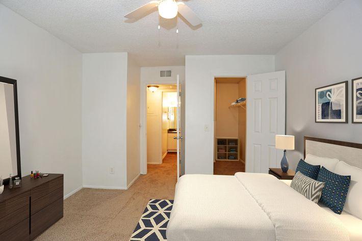 CandleGlow-Bedroom02.jpg