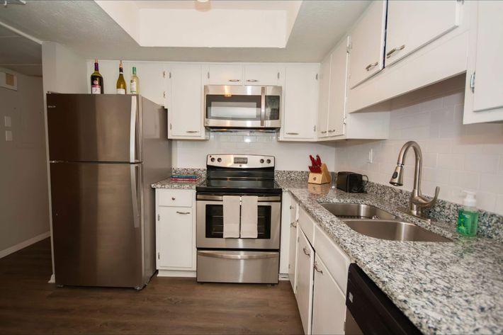 1 bedroom Kitchen 2-width-2400px.jpg