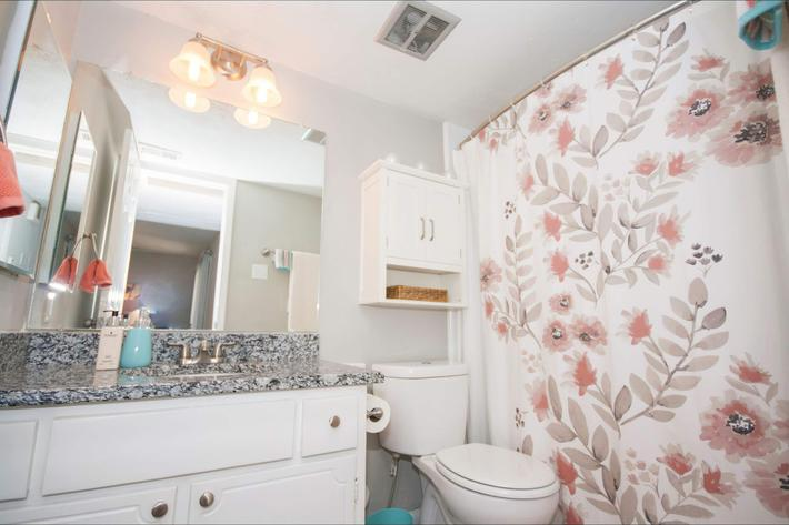 1 br Bath-width-2400px.jpg