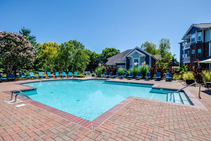 Carrington Park Apartments in Murfreesboro, TN - Swimming Pool 02.jpg