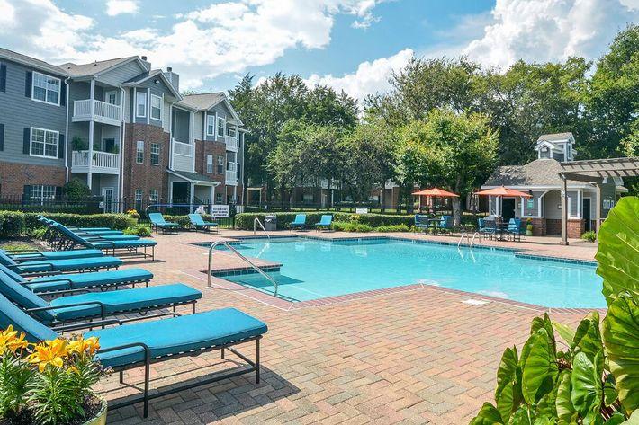 Carrington Park Apartments in Murfreesboro, TN - Swimming Pool 03.jpg