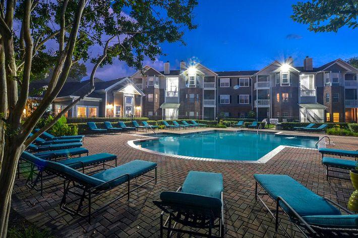Carrington Park Apartments in Murfreesboro, TN - Swimming Pool 14.jpg