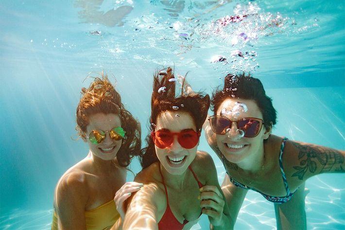 Underwater Selfie-934251666.jpg