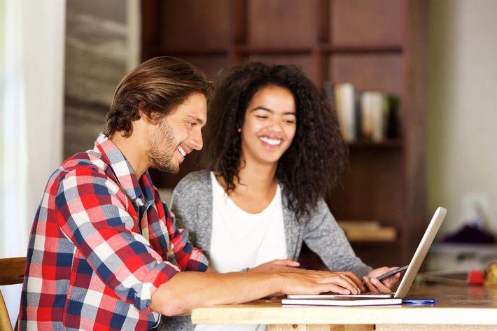 couple on laptop iStock-531777320.jpg
