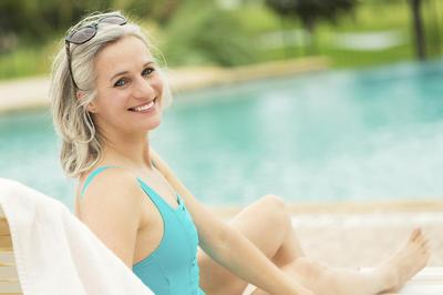 Senior Pool Side_iStock_000086118625_XXXLarge_1200.jpg