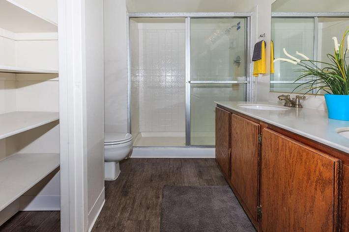 Large Bathroom at Laurel Park Apartments