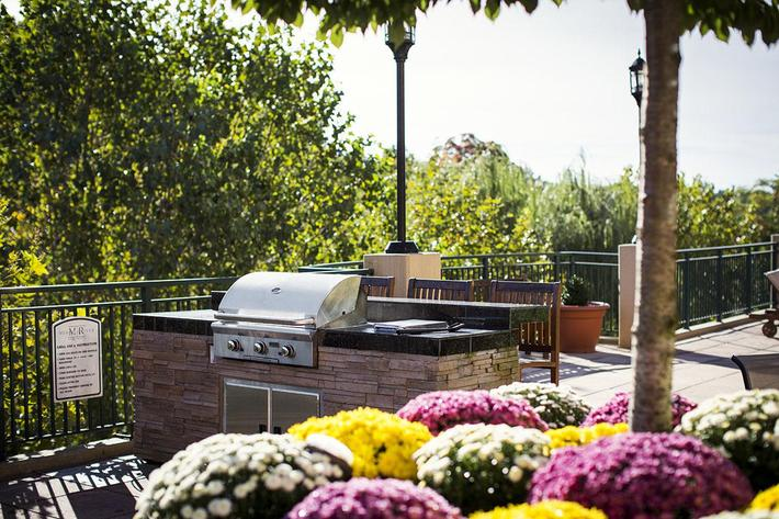 Courtyard grill SE.jpg