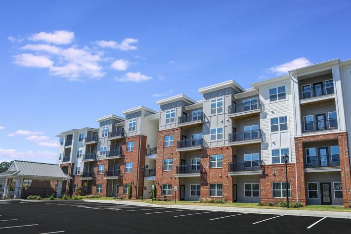 PROSPERITY-VILLAGE-APARTMENTS-CHARLOTTE-NC-EXTERIOR-09.jpg