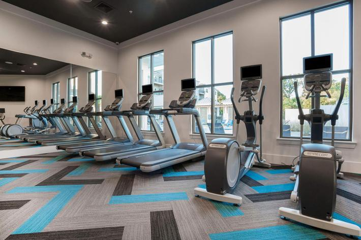 PROSPERITY-VILLAGE-APARTMENTS-CHARLOTTE-NC-FITNESS-CENTER-03.jpg
