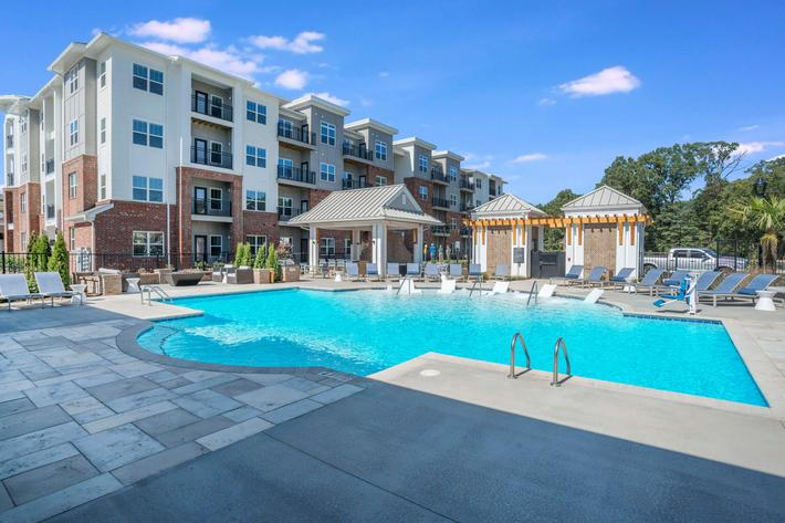 PROSPERITY-VILLAGE-APARTMENTS-CHARLOTTE-NC-POOL-09.jpg