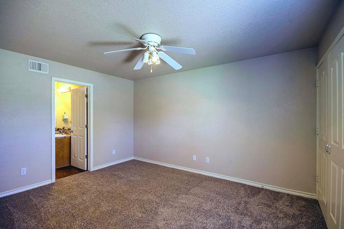 Townhome_Model_Master_Suite.jpg
