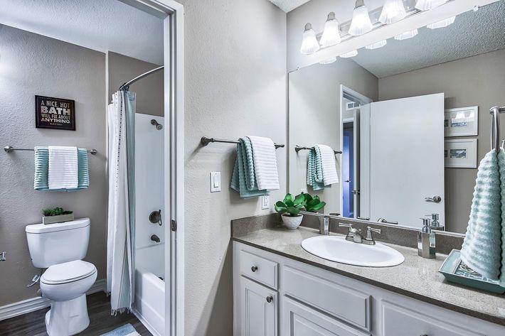 Bathroom_650_Tamarack_Avebrea_CA_Rain-Tree_RPI_II-280956-39.jpg
