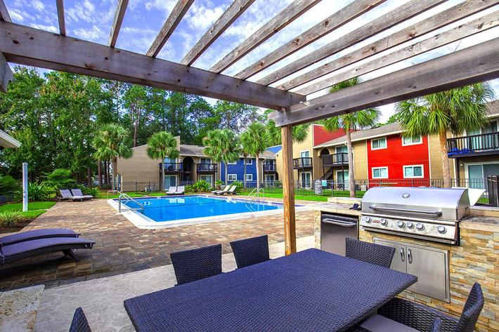 Barbecue and picnic area here at Heron Walk Apartments in Jacksonville, Florida