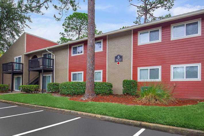 Professional landscaping here at Heron Walk Apartments in Jacksonville, Florida