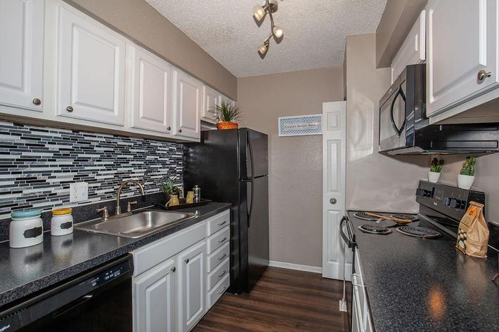 The Muscovy kitchen at Heron Walk Apartments in Jacksonville, Florida