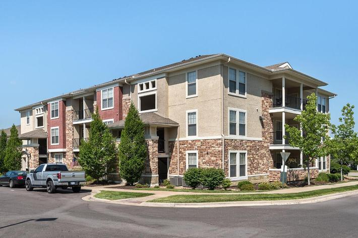 Corbin Crossing Luxury Apartments in Overland Park, KS - Exterior 08.jpg