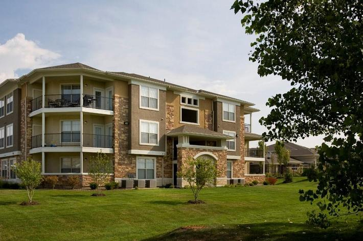 Corbin Crossing Luxury Apartments in Overland Park, KS - Exterior 09.jpg