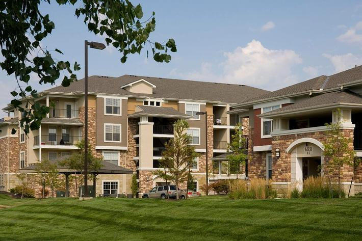 Corbin Crossing Luxury Apartments in Overland Park, KS - Exterior 13.jpg
