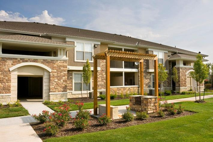 Corbin Crossing Luxury Apartments in Overland Park, KS - Exterior 15.jpg