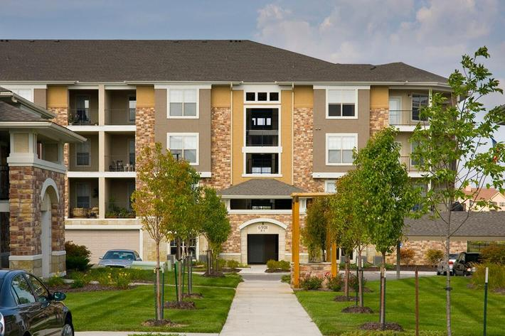 Corbin Crossing Luxury Apartments in Overland Park, KS - Exterior 16.jpg