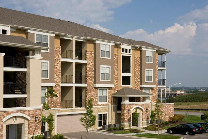 Corbin Crossing Luxury Apartments in Overland Park, KS - Exterior 17.jpg