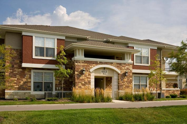 Corbin Crossing Luxury Apartments in Overland Park, KS - Exterior 19.jpg