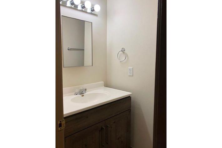 107 Bathroom .jpg