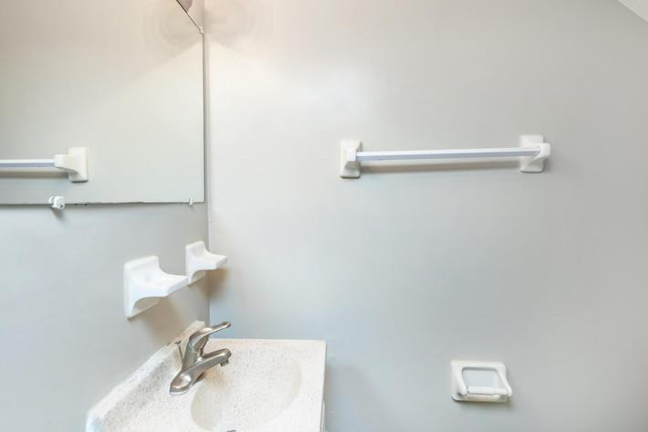 01c-HALF A BATHROOM.jpg