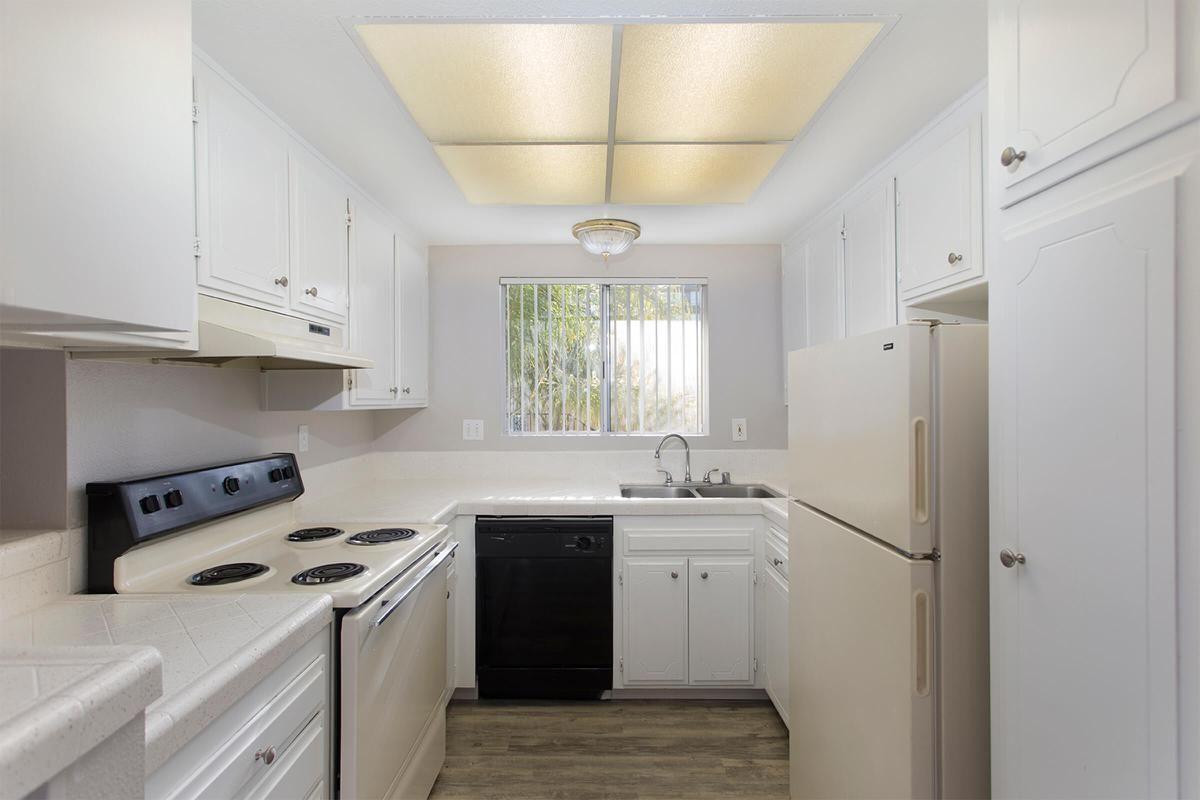 Floorplan B 1x1 Kitchen.jpg