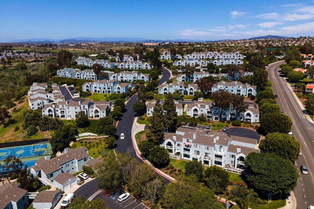 Seagate Condominium Rentals 01.jpg