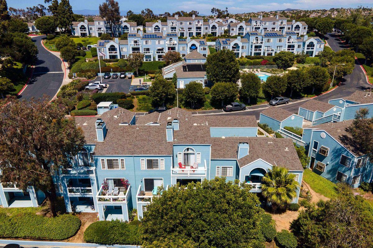 Seagate Condominium Rentals 02.jpg