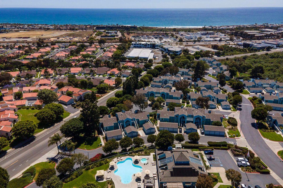 Seagate Condominium Rentals 07.jpg