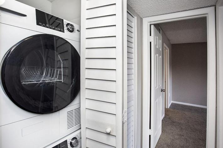 Enjoy the In-Home Washer and Dryer at River Rock in Temple Terrace, Florida